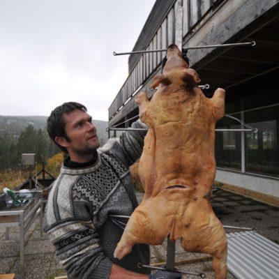 Helstekte dyr blir det nok ikke, men mye god mat :-)
